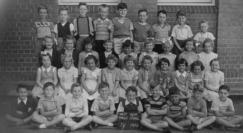 Class photo for 1Y, 1955